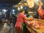 suasana-penjual-daging-babi-di-pasar-bersehati-manado.jpg