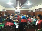 suasana-setelah-sidang-putusan-gugatan-eks-karyawan-pt-pt-delta-pacific-indo-tuna.jpg