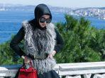 syahrini-di-istanbul-turki-2017-foto-diunggah-di-instagram-14-juli-2021.jpg