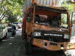 tabrakan-beruntun-terjadi-antara-truk-tronton-dengan-dua-mobil-toyota-calya1.jpg