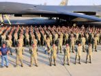 tentara-amerika-serikat-berpose-di-pangkalan-udara-al-udeid-di-qatar_20170606_132439.jpg