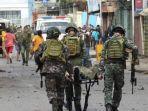 tentara-filipina-mengevakuasi-korban-bom-bunuh-diri-di-jolo-6677.jpg