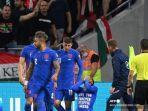 tim-inggris-merayakan-kemenangan-0-1-247.jpg