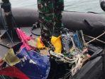tim-kopaska-tni-al-menemukan-bagian-pesawat-sriwijaya-air-sj-182-33444.jpg