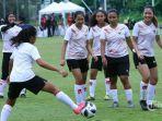 tim-nasional-wanita-indonesia-mengikuti-latihan-perdana-di-lapangan-d.jpg
