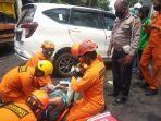 tim-rescue-basarnas-yogyakarta-melakukan-evakuasi-korban-kecelakaan-lalu-lintas.jpg