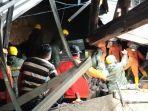 tim-sar-gabungan-sedang-melakukan-evakuasi-korban-tanah-longsor.jpg
