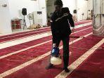 tindak-lanjut-arahan-dmi-penyemprotan-anti-virus-dilakukan-di-masjid-raya-ahmad-yani.jpg
