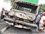 truk-kontainer-terbakar-usai-terlibat-kecelakaan-di-jalan-asrama.jpg