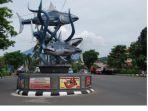 tugu-cakalang-simbol-kota-bitung_20170916_195241.jpg