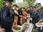 upacara-tabur-bunga-di-taman-makam-pahlawan-kairagi-manado-sulawesi-utara-7.jpg