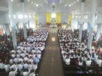 uskup-beri-sakramen-krisma-untuk-315-umat-di-keroit_20180129_191743.jpg