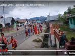 video-gempa-50-sr-guncang-donggala-anak-anak-sd-berlarian-ada-yang-ditarik-ibunya.jpg