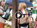 video-viral-seapsang-turis-asal-russia-mengamen-di-mataram.jpg