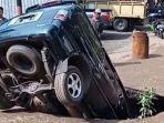 viral-kecelakaan-mobil-masuk-ke-dalam-lubang.jpg