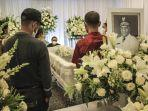 wakil-gubernur-papua-klemen-tinal-meninggal-jumat-210521-sosok-yang-cerdas.jpg