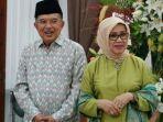 wakil-presiden-jusuf-kalla-bersama-istri-mufidah-kalla-saat-menggelar-halalbihalal.jpg