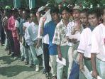 warga-kota-dili-dalam-pelaksanaan-penentuan-pendapat-di-timor-timur-30-agustus-1999.jpg