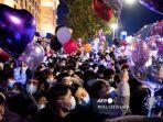 warga-menghadiri-hitung-mundur-tahun-baru-2021-di-wuhan-di-provinsi-hubei.jpg