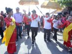 warga-menyambut-bupati-dan-wakil-bupati-kepulauan-sitaro_20181101_195732.jpg