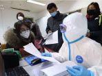 warga-wuhan-mencari-pertolongan-medis-untuk-mengantisipasi-wabah-virus-corona-minggu-2612020.jpg