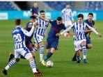 winger-atletico-yannick-ferreira-carrasco-tengah-berduel-dengan-pemain-real-sociedad.jpg