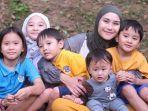 zaskia-adya-mecca-bersama-anak-anaknya1.jpg