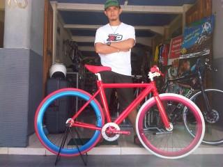 Sepeda Fixie Gagah Tuk Bergaya Tribun Manado
