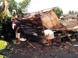 Rumah Herniati Tinggal Puing Diterjang Puting Beliung - IMG-20120710-01301.jpg