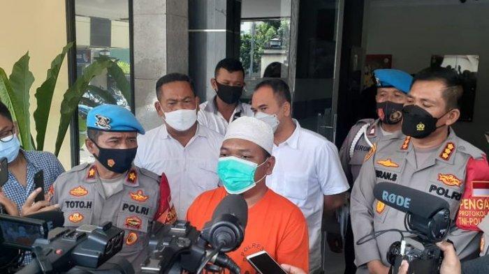 AI (44), tersangka kasus hoaks babi ngepet di Bedahan, Sawangan, Depok, kini ditahan Polres Metro Depok.