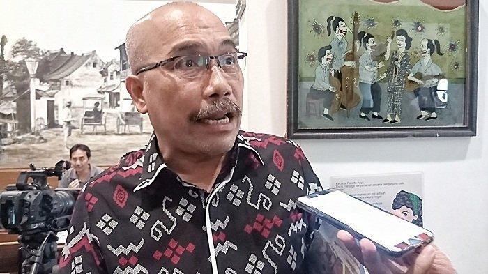 Alami Kerugian Rp 5.000, Azas Tigor Nainggolan Akan Gugat PLN dan KRL Minta Ganti Rugi!