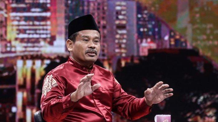 Calon presiden fiktif nomor 10, Nurhadi tampil di acara live Rosi di Studio Kompas TV di Menara Kompas, Palmerah, Jakarta Barat, Kamis (10/1/2019). Nurhadi bersama Aldo, merupakan pasangan capres-cawapres fiktif yang hadir di tengah persaingan pilpres 2019.