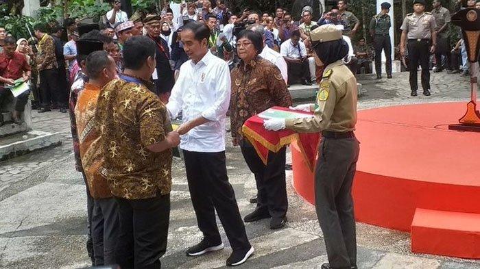 POPULER Ketika Curhatan Seorang Ibu di Riau Buat Jokowi, Menteri hingga Gubernur Tercekat