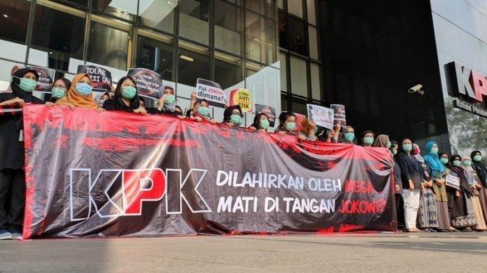 Menolak Revisi UU KPK, Pegawai Berdemo: Dilahirkan Oleh Mega Mati di Tangan Jokowi?