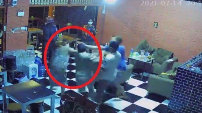 Detik-detik wanita hamil dipukul satpol PP di Gowa