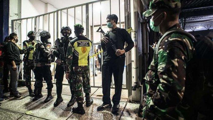 Ditangkap Atas Kasus Terorisme, Munarman Pakai Penutup Mata, Polri: Agar Tak Tahu Identitas Petugas
