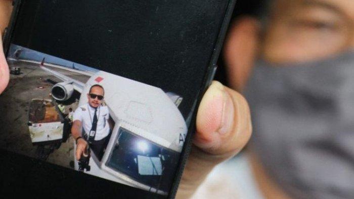 Telepon Terakhir Kopilot Fadly Satrianto pada Ibunda, Sebut Tak Akan Bawa Pesawat