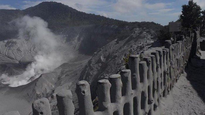 Foto-foto Kondisi Terkini Gunung Tangkuban Parahu, Debu Vulkanik Tebal Selimuti Seluruh Kawasan