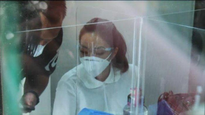 Artis Gisella Anastasia (GA) alias Gisel memenuhi panggilan untuk diperiksa sebagai tersangka terkait kasus video syur di Polda Metro Jaya, Jakarta, Jumat (8/1/2021).