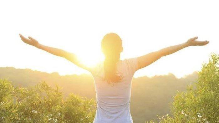Ilustrasi berjemur di bawah sinar matahari pagi