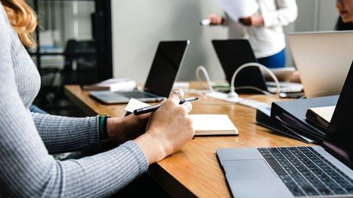 Lowongan Kerja Mataram NTB Juni 2021 Customer Service Provider, D3, Benefit Uang Lembur hingga Askes