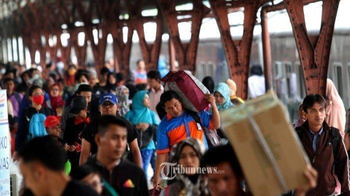 Niat Jalan Kaki Jakarta-Tasikmalaya karena Tak Bisa Bekerja, Pria Lolos Mudik dengan Naik Travel