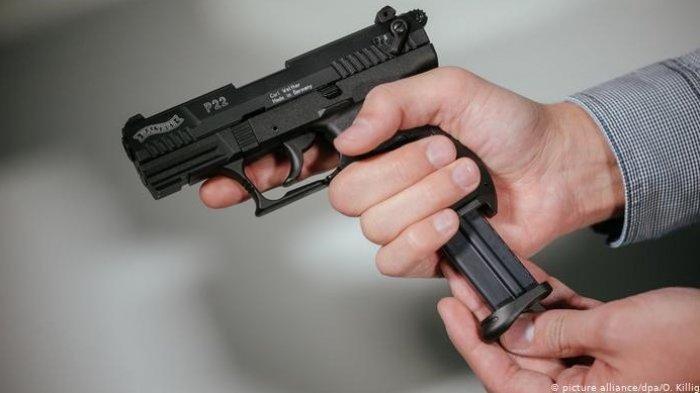Todongkan Senjata ke Pemotor, Remaja di Kedoya Diamuk Warga, Polisi: Pistol Mainan, Harga Rp 15.000