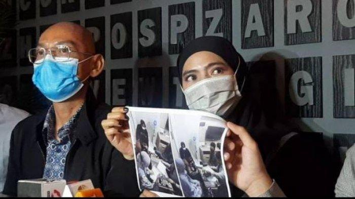 Istri siri ayah Taqy Malik Mansyardin Malik, Marlina Octoria, saat melakukan konferensi pers.