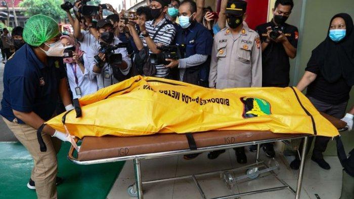 Jenazah narapidana (napi) korban kebakaran di Lembaga Pemasyarakatan (Lapas) Kelas I Tangerang dibawa ke RS Polri Kramat Jati, Jakarta, Rabu (8/9/2021). Sebanyak 41 rang narapidana tewas dalam kejadian ini.