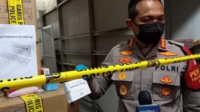 Kapolres Jakarta Barat Kombes Ady Wibowo saat konferensi pers terkait penutupan gudang PT. ASA yang menimbun obat terkait penanganan Covid-19 pada Senin (12/7/2021).