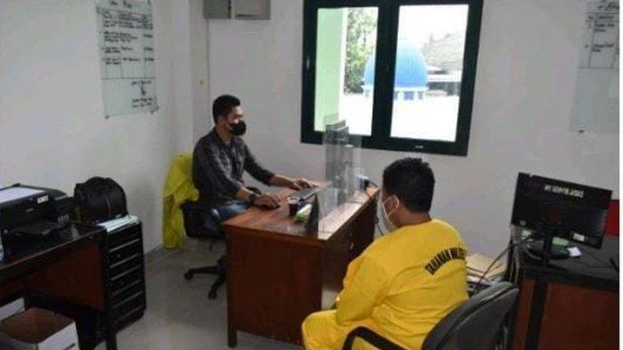 Kasus seorang anggota Babinsa Danramil Palmerah, Jakarta Barat, menganiaya seorang warga Kramatjati, Jakarta Timur, bernama Indra Hatta, telah naik ke tahap penyidikan. Anggota Babinsa itu adalah Sertu SP. Penyidikan kasus dilakukan Polisi Militer Kodam Jaya, Jumat (20/8/2021) lalu.