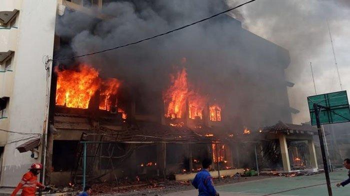 POPULER Kisah Dokter Korbankan Diri Demi Selamatkan Pasien Covid-19 dari Kebakaran, Tubuh Melepuh