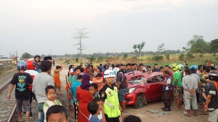 Tabrakan Mobil Datsun GO Merah dengan Kereta Tewaskan 4 Orang, Warga Tolak Penutupan Perlintasan Ini