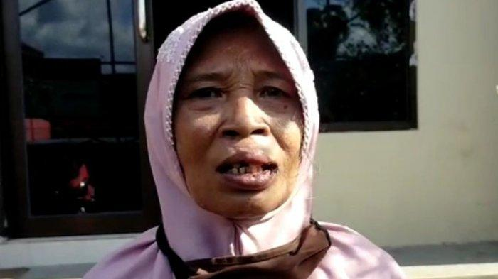 Lasmi (50) pedagang air panas yang dipukul satpam Rumah Sakit Abdul Moeloek.